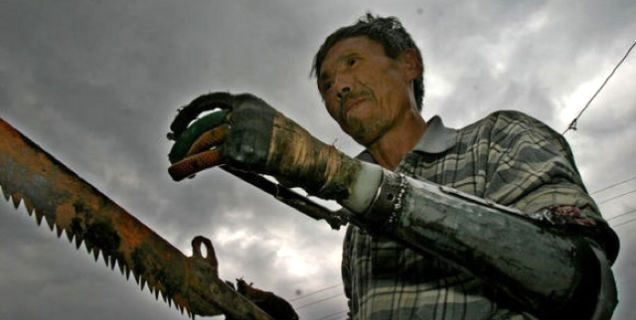 Китайский фермер создал для себя искусственные руки