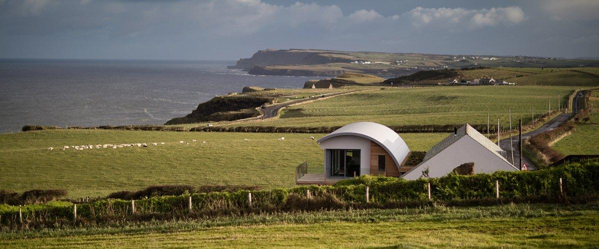 Придорожный дом в Баллимагарри, на северном побережье Ирландии