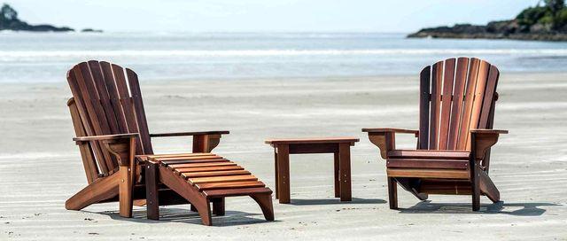 Комплект кресел Адирондак со столиком на пляже