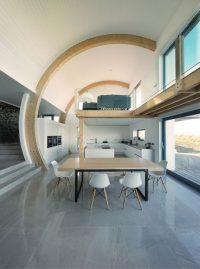 Открытая планировка интерьера с кухней и столовой